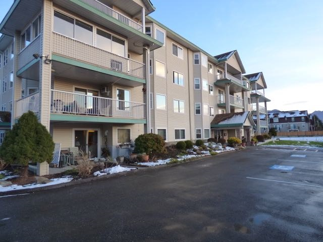 "Main Photo: 303 46966 YALE Road in Chilliwack: Chilliwack E Young-Yale Condo for sale in ""THE MOUNTAINVIEW"" : MLS® # R2023405"
