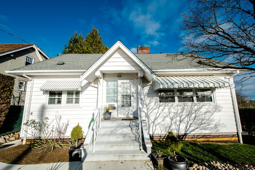 Main Photo: 327 ARBUTUS Street in New Westminster: Queens Park House for sale : MLS®# R2030335