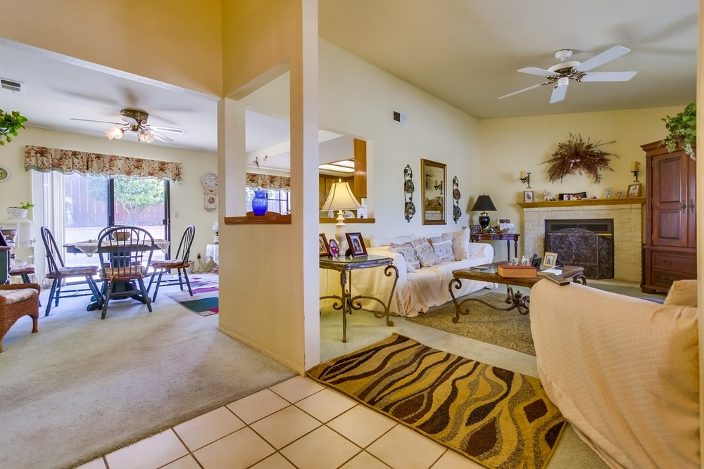 Photo 3: EAST ESCONDIDO House for sale : 3 bedrooms : 304 Lion Valley in Escondido