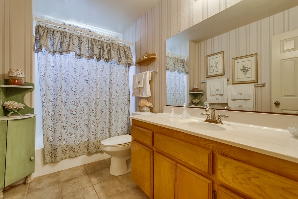 Photo 16: EAST ESCONDIDO House for sale : 3 bedrooms : 304 Lion Valley in Escondido