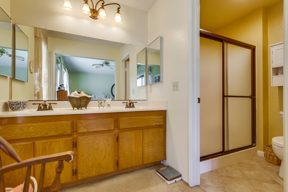 Photo 12: EAST ESCONDIDO House for sale : 3 bedrooms : 304 Lion Valley in Escondido