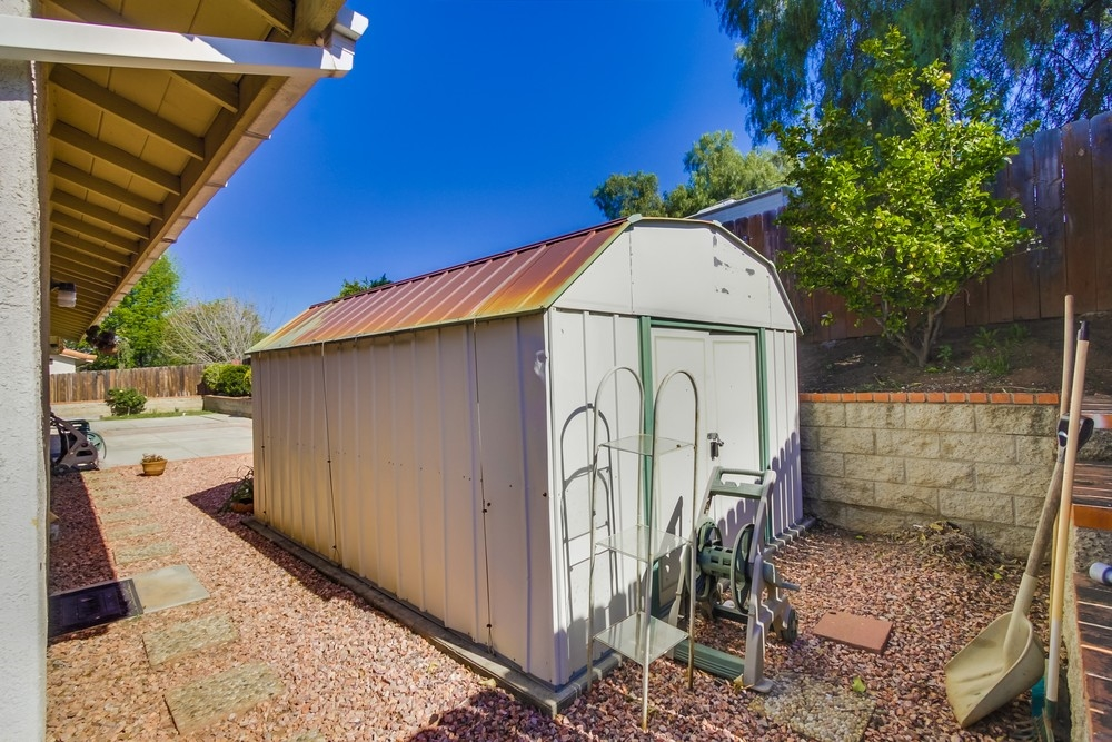 Photo 20: EAST ESCONDIDO House for sale : 3 bedrooms : 304 Lion Valley in Escondido