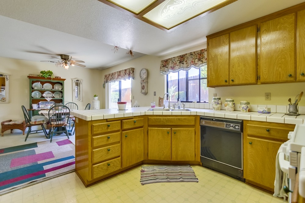 Photo 9: EAST ESCONDIDO House for sale : 3 bedrooms : 304 Lion Valley in Escondido