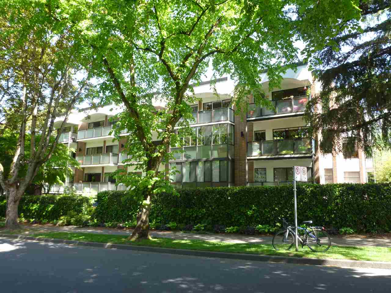 "Photo 2: 106 1535 NELSON Street in Vancouver: West End VW Condo for sale in ""THE ADMIRAL"" (Vancouver West)  : MLS® # R2065281"