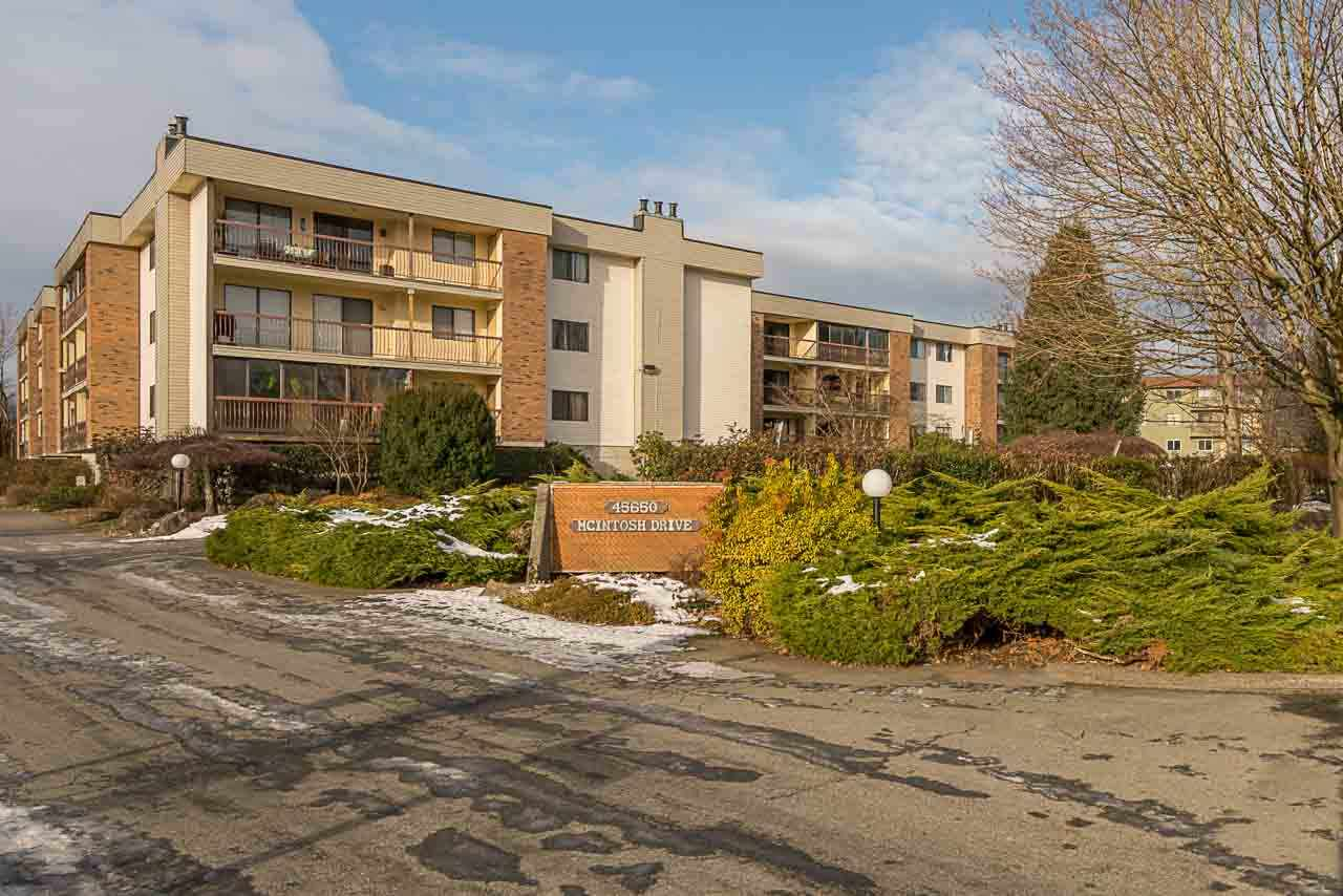 "Main Photo: 1219 45650 MCINTOSH Drive in Chilliwack: Chilliwack W Young-Well Condo for sale in ""MCINTOSH VILLAGE"" : MLS®# R2128971"