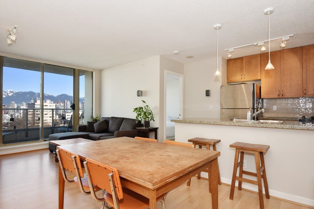 "Photo 3: 901 1316 W 11TH Avenue in Vancouver: Fairview VW Condo for sale in ""The Compton"" (Vancouver West)  : MLS® # R2138686"