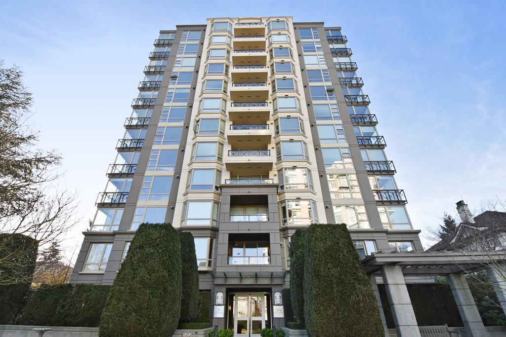"Main Photo: 901 1316 W 11TH Avenue in Vancouver: Fairview VW Condo for sale in ""The Compton"" (Vancouver West)  : MLS® # R2138686"
