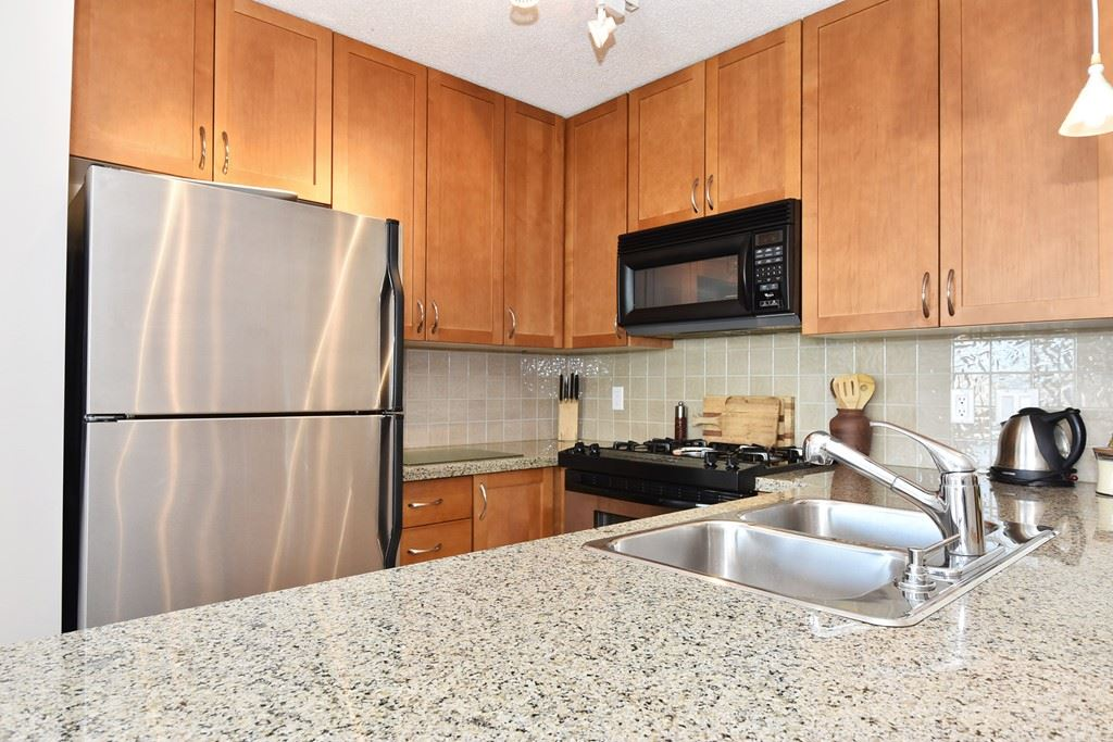 "Photo 6: 901 1316 W 11TH Avenue in Vancouver: Fairview VW Condo for sale in ""The Compton"" (Vancouver West)  : MLS® # R2138686"