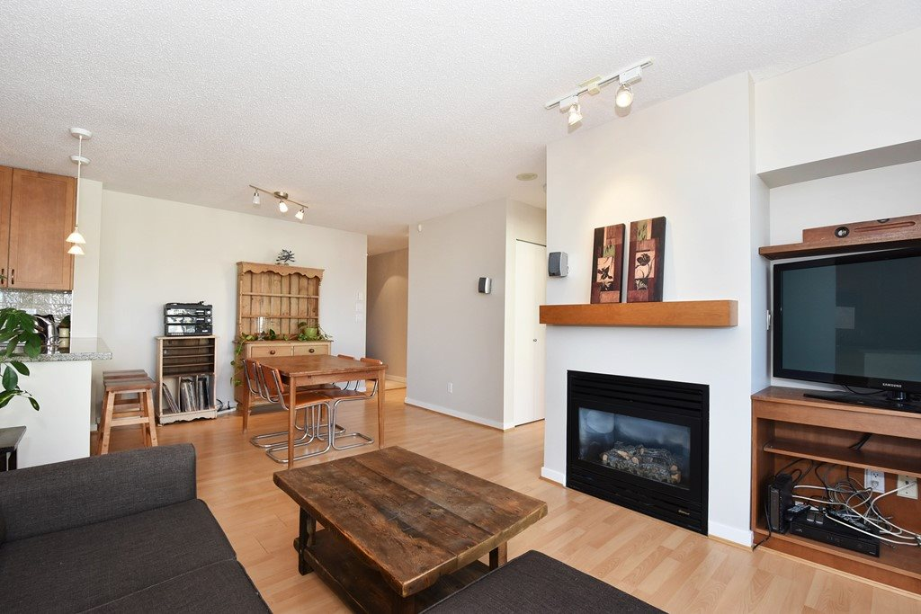 "Photo 4: 901 1316 W 11TH Avenue in Vancouver: Fairview VW Condo for sale in ""The Compton"" (Vancouver West)  : MLS® # R2138686"