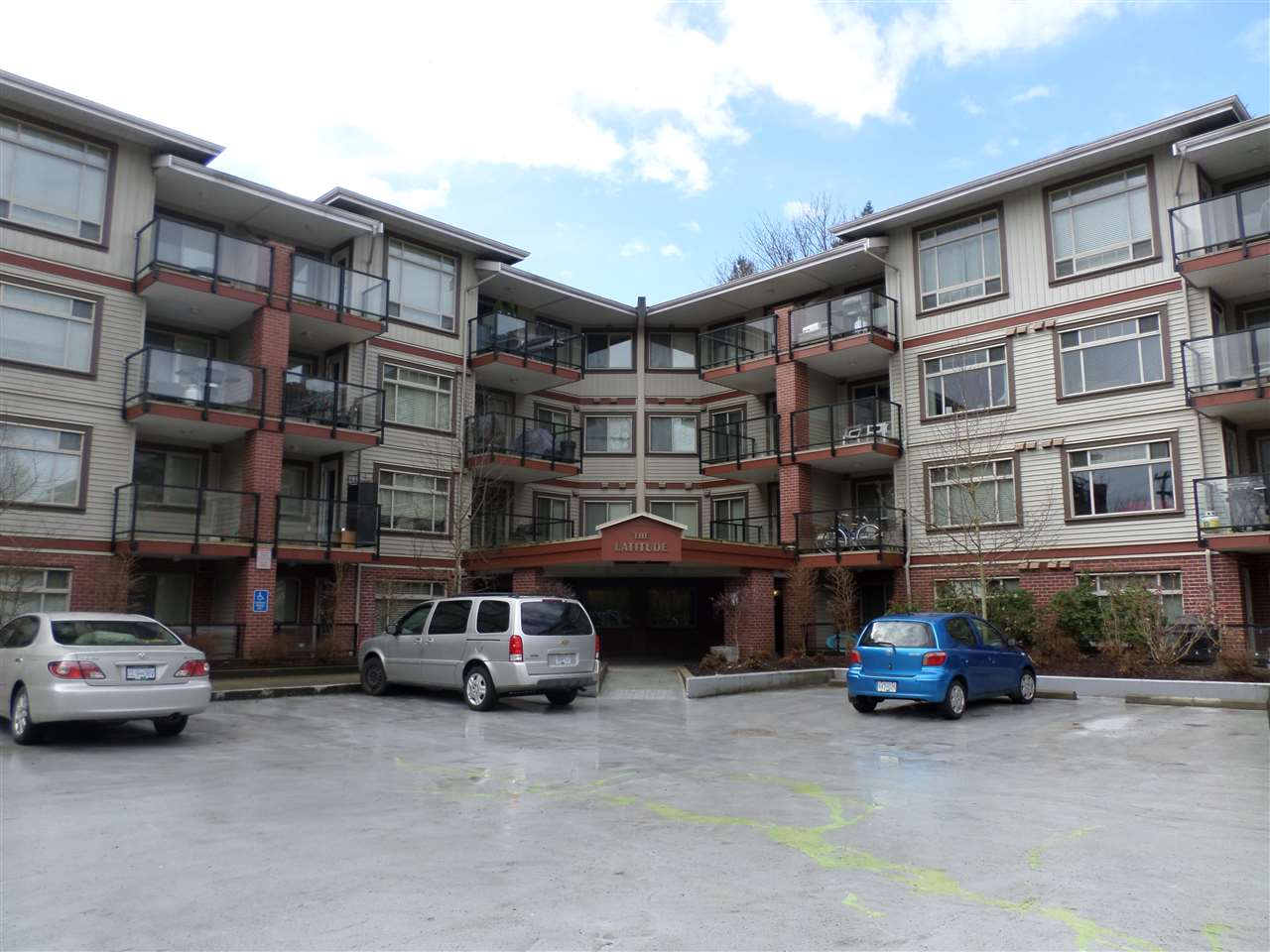 "Main Photo: 422 2233 MCKENZIE Road in Abbotsford: Central Abbotsford Condo for sale in ""LATITUDE"" : MLS®# R2145012"