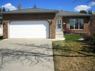 Main Photo: 633 Revell Wynd NW in Edmonton: Zone 14 House for sale : MLS(r) # E4061410