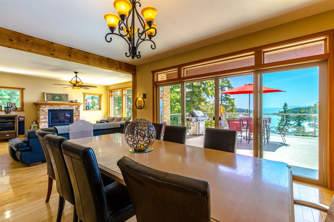 Photo 8: Photos: 6612 SUNSHINE COAST Highway in Sechelt: Sechelt District House for sale (Sunshine Coast)  : MLS®# R2171531