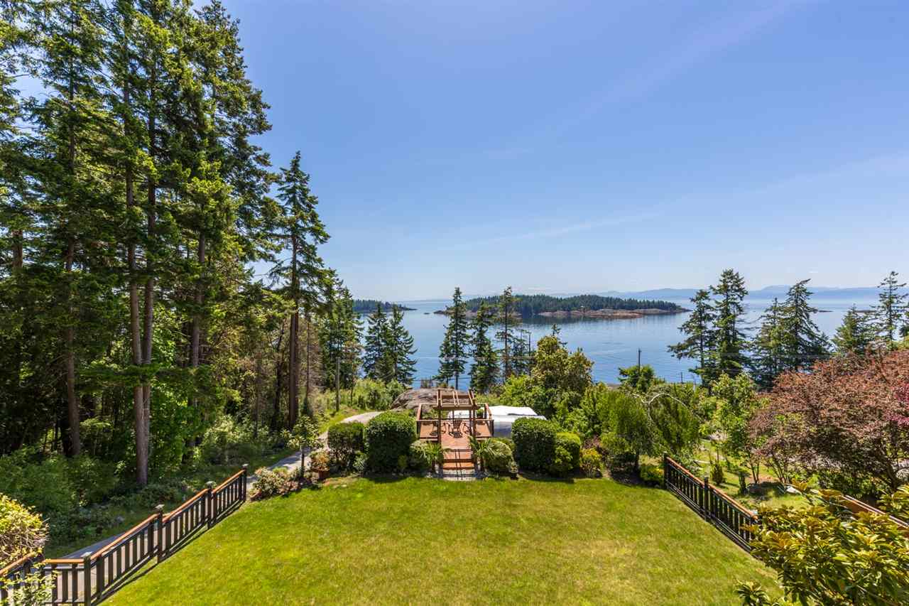 Main Photo: 6612 SUNSHINE COAST Highway in Sechelt: Sechelt District House for sale (Sunshine Coast)  : MLS® # R2171531
