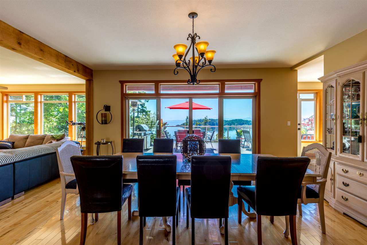 Photo 5: Photos: 6612 SUNSHINE COAST Highway in Sechelt: Sechelt District House for sale (Sunshine Coast)  : MLS®# R2171531
