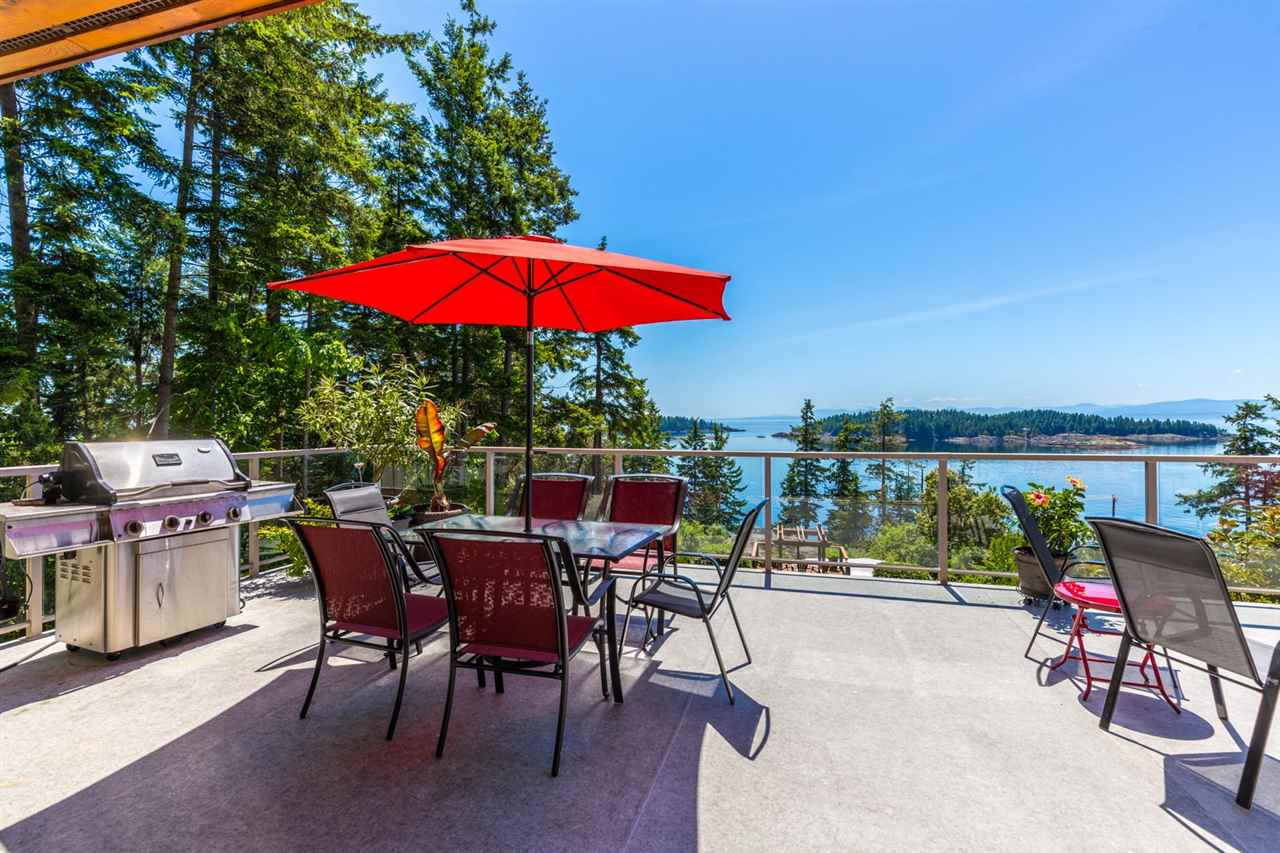 Photo 3: Photos: 6612 SUNSHINE COAST Highway in Sechelt: Sechelt District House for sale (Sunshine Coast)  : MLS®# R2171531