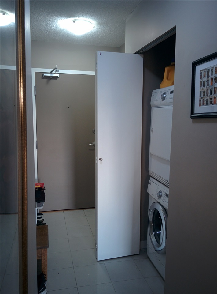 ENSUITE LAUNDRY - WELL ORGANIZED