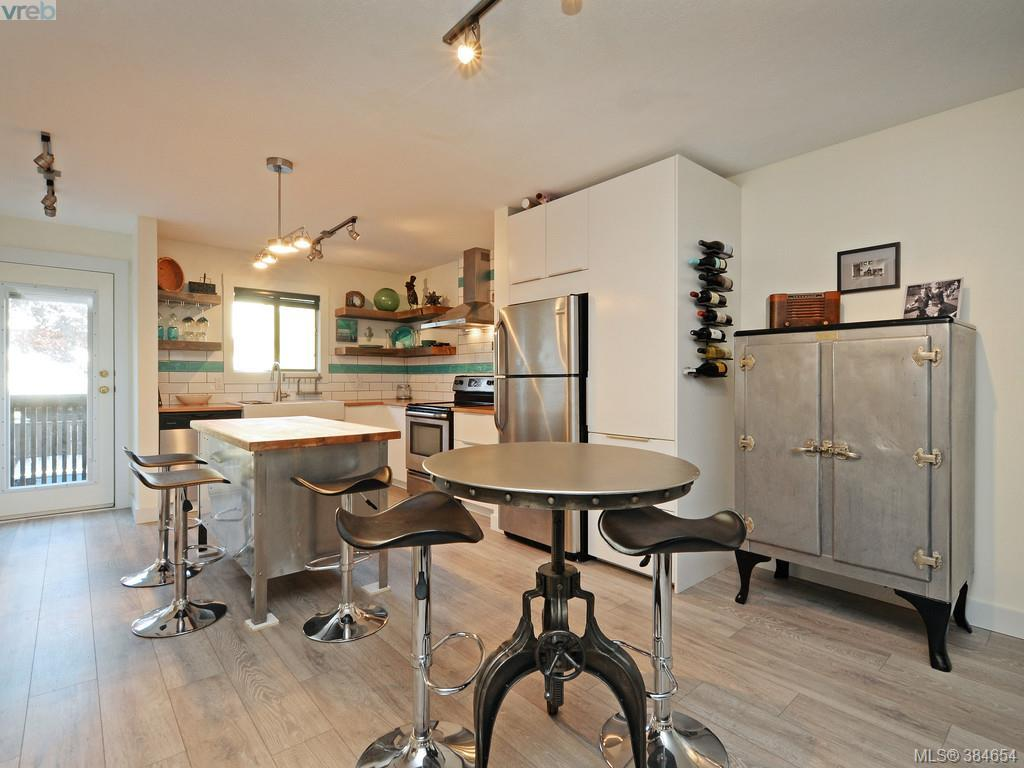 Main Photo: 2 1119 View Street in VICTORIA: Vi Downtown Townhouse for sale (Victoria)  : MLS® # 384654