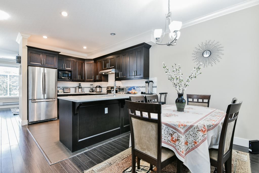 "Photo 4: Photos: 127 15399 GUILDFORD Drive in Surrey: Guildford Townhouse for sale in ""GUILDFORD GREEN"" (North Surrey)  : MLS® # R2237547"