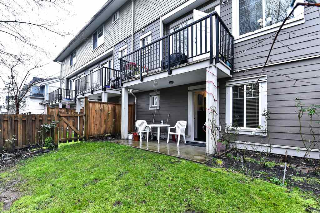 "Photo 19: Photos: 127 15399 GUILDFORD Drive in Surrey: Guildford Townhouse for sale in ""GUILDFORD GREEN"" (North Surrey)  : MLS® # R2237547"