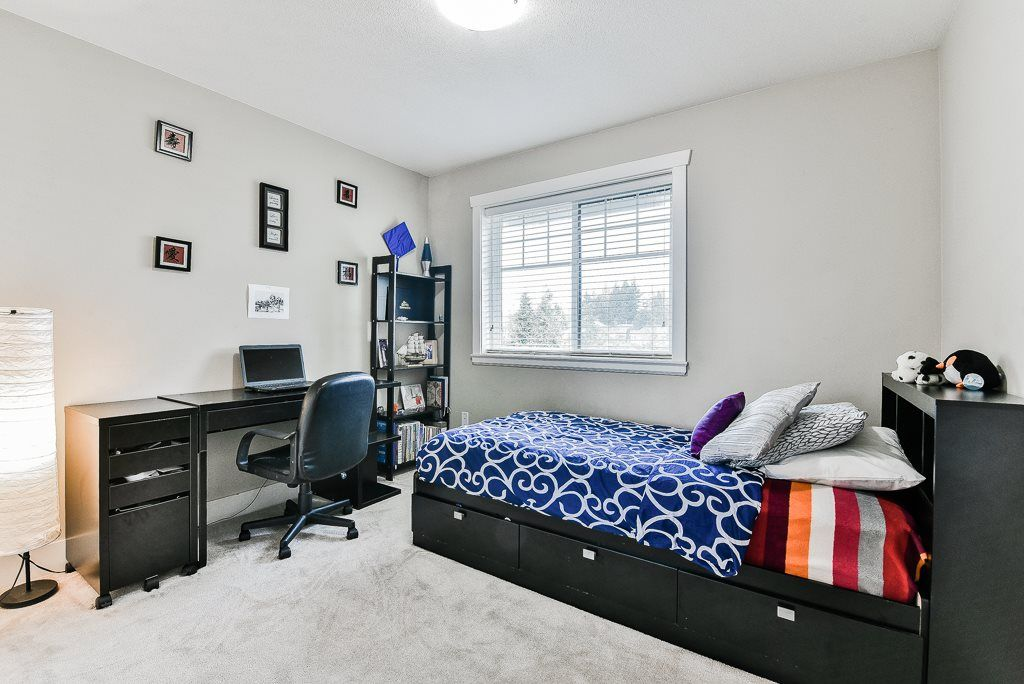 "Photo 15: Photos: 127 15399 GUILDFORD Drive in Surrey: Guildford Townhouse for sale in ""GUILDFORD GREEN"" (North Surrey)  : MLS® # R2237547"