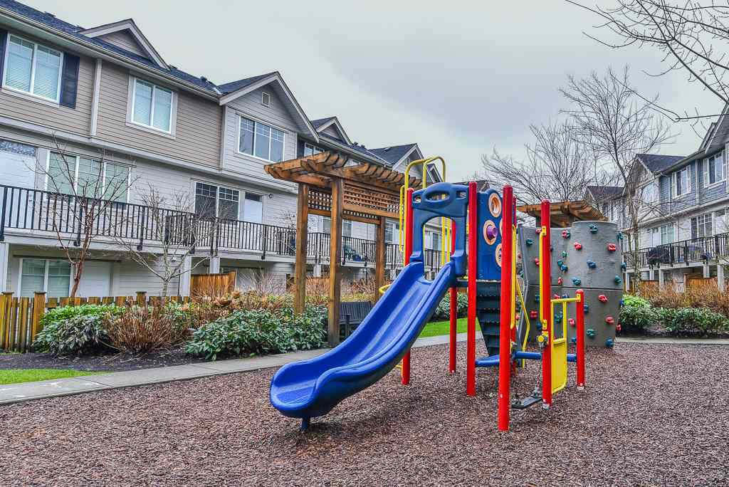 "Photo 20: Photos: 127 15399 GUILDFORD Drive in Surrey: Guildford Townhouse for sale in ""GUILDFORD GREEN"" (North Surrey)  : MLS® # R2237547"