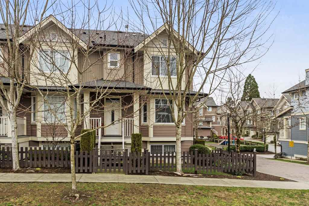 "Main Photo: 27 6575 192 Street in Surrey: Clayton Townhouse for sale in ""Ixia"" (Cloverdale)  : MLS® # R2238279"