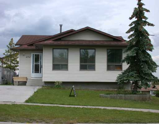 Main Photo:  in CALGARY: Beddington Residential Detached Single Family for sale (Calgary)  : MLS® # C3133692