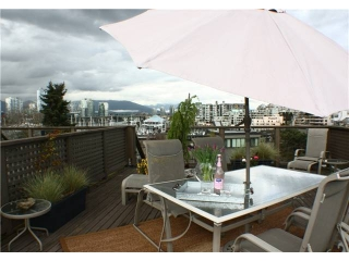 "Main Photo: 860 GREENCHAIN in Vancouver: False Creek Townhouse for sale in ""HEATHER POINT"" (Vancouver West)  : MLS®# V884740"