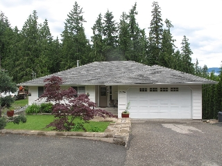 Main Photo: 2896 Chalet Drive in Blind Bay: House for sale : MLS(r) # 10065965