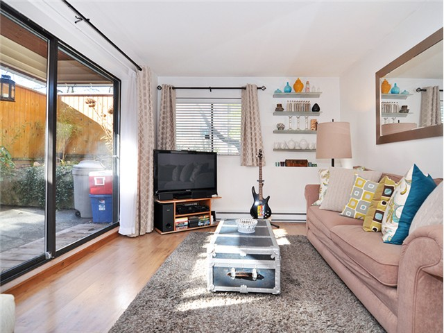 "Photo 3: 101 2045 FRANKLIN Street in Vancouver: Hastings Condo for sale in ""HARBOUR MOUNT"" (Vancouver East)  : MLS(r) # V1049075"