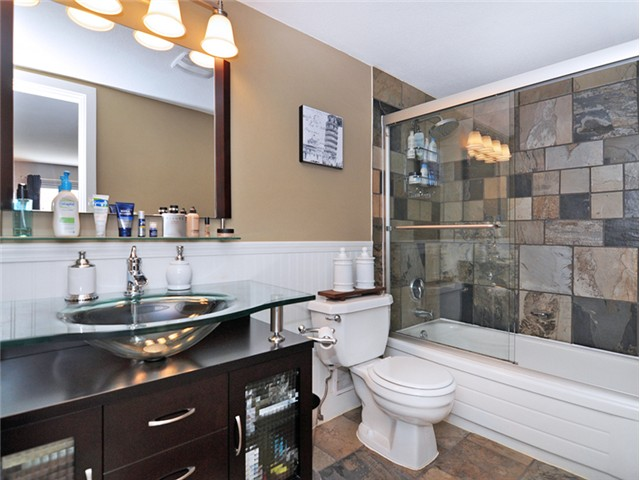 "Photo 11: 101 2045 FRANKLIN Street in Vancouver: Hastings Condo for sale in ""HARBOUR MOUNT"" (Vancouver East)  : MLS(r) # V1049075"