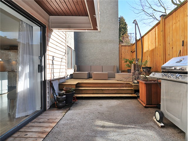 "Photo 15: 101 2045 FRANKLIN Street in Vancouver: Hastings Condo for sale in ""HARBOUR MOUNT"" (Vancouver East)  : MLS(r) # V1049075"