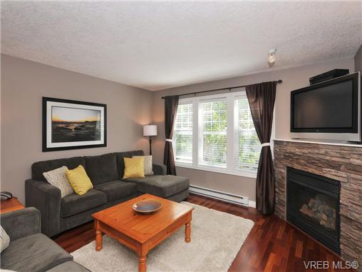 Photo 2: 11 2563 Millstream Road in VICTORIA: La Mill Hill Townhouse for sale (Langford)  : MLS® # 339387