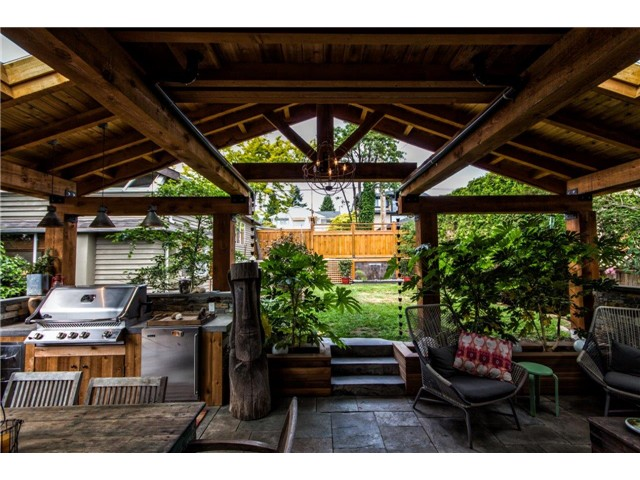 "Main Photo: 552 E 6TH Street in North Vancouver: Lower Lonsdale House for sale in ""QUEENSBURY"" : MLS®# V1126107"