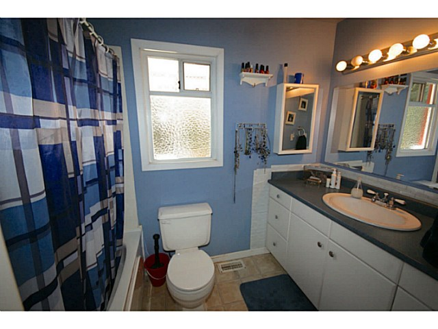 Photo 4: 6173 132ND Street in Surrey: Panorama Ridge House for sale : MLS(r) # F1447502