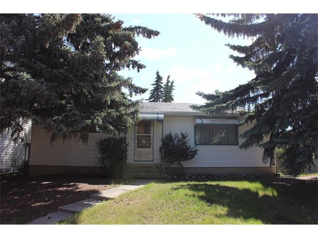 Main Photo: 38 WARWICK Drive SW in Calgary: Westgate House for sale : MLS®# C4019295