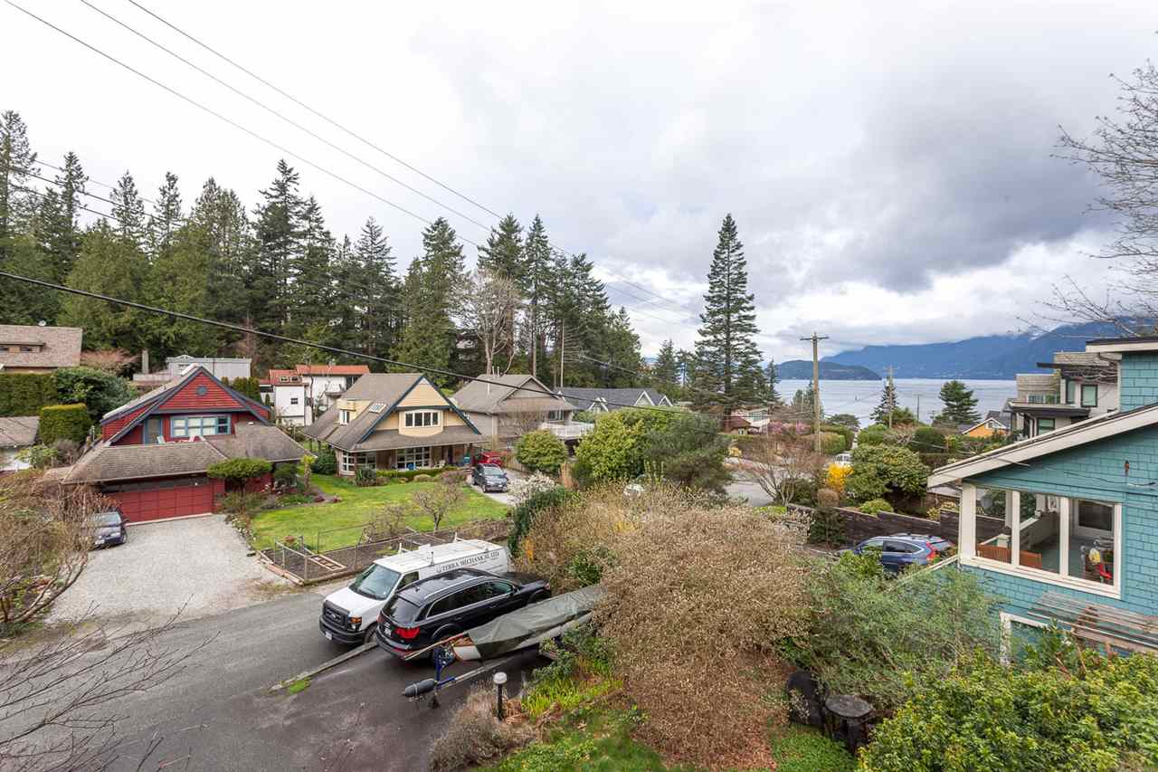 Photo 11: 6844 COPPER COVE Road in West Vancouver: Whytecliff House for sale : MLS(r) # R2045747