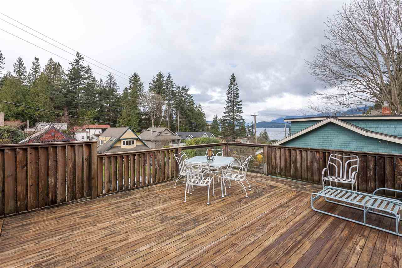 Photo 10: 6844 COPPER COVE Road in West Vancouver: Whytecliff House for sale : MLS(r) # R2045747