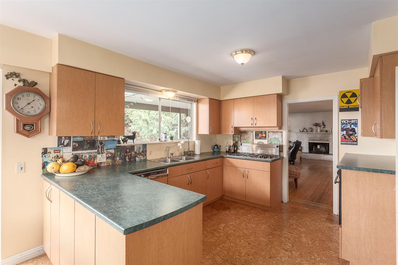 Photo 3: 6844 COPPER COVE Road in West Vancouver: Whytecliff House for sale : MLS(r) # R2045747