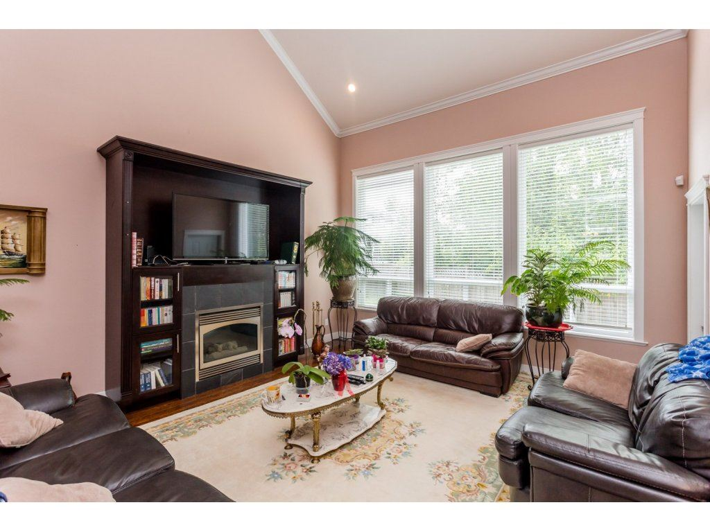 Photo 7: 6728 148A Street in Surrey: East Newton House for sale : MLS(r) # R2075641