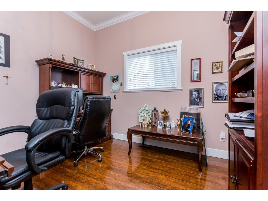 Photo 10: 6728 148A Street in Surrey: East Newton House for sale : MLS(r) # R2075641