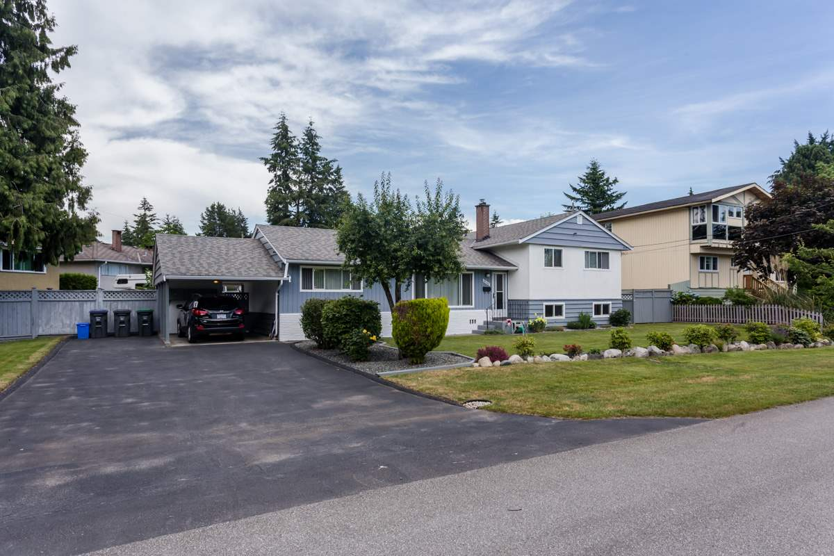 "Photo 2: 10166 MARY Drive in Surrey: Cedar Hills House for sale in ""St. Helens Park"" (North Surrey)  : MLS® # R2078044"