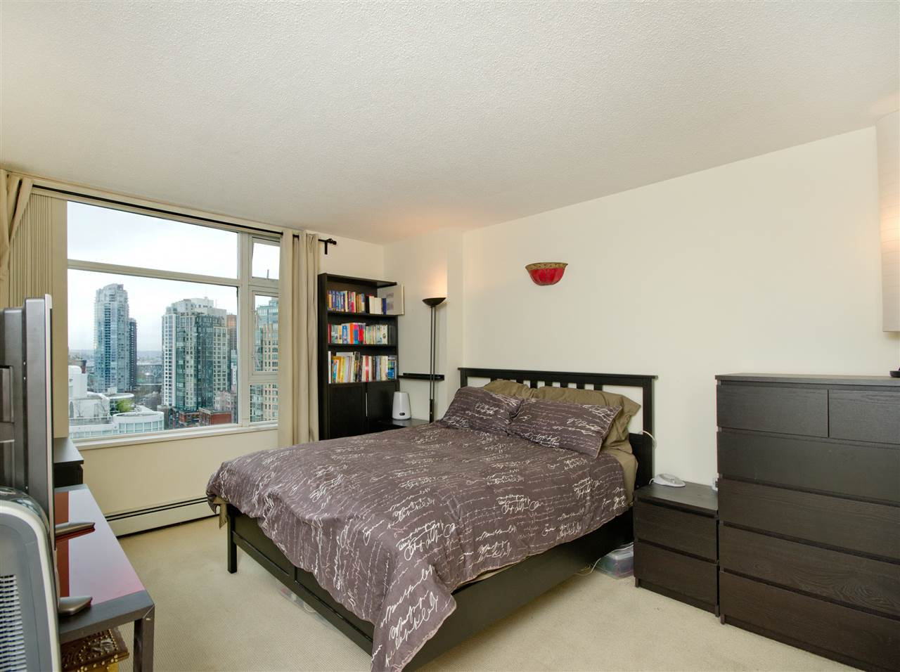 "Photo 6: 2108 198 AQUARIUS Mews in Vancouver: Yaletown Condo for sale in ""THE AQUARIUS"" (Vancouver West)  : MLS® # R2125703"
