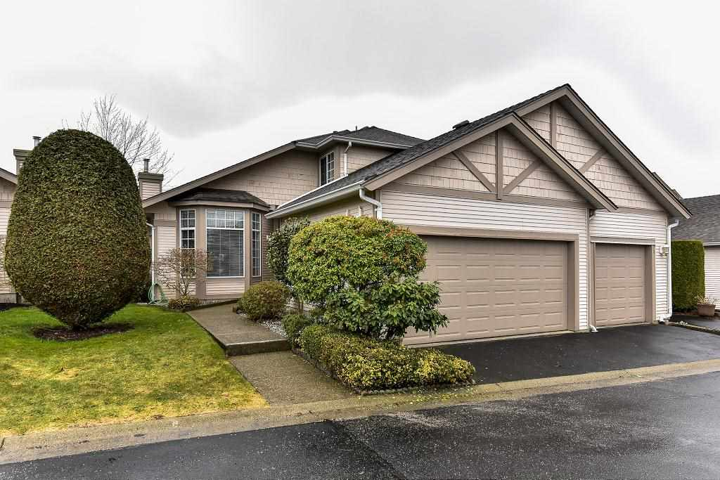 "Main Photo: 95 9012 WALNUT GROVE Drive in Langley: Walnut Grove Townhouse for sale in ""QUEEN ANNE GREEN"" : MLS® # R2140275"
