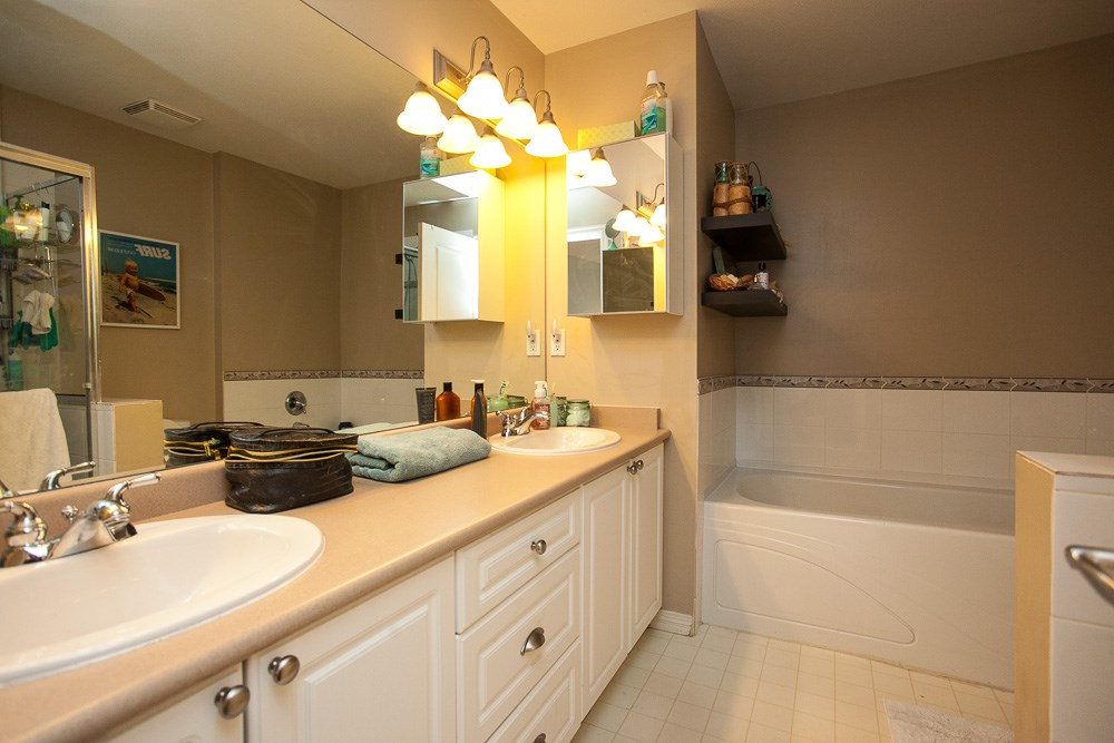 "Photo 12: 90 17097 64 Avenue in Surrey: Cloverdale BC Townhouse for sale in ""Kentucky"" (Cloverdale)  : MLS(r) # R2146336"