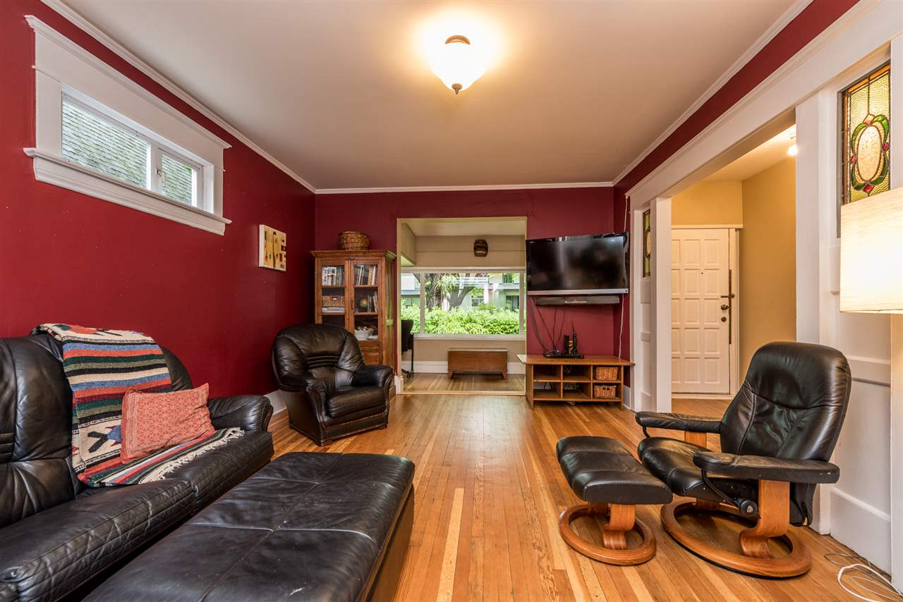Photo 4: 1410-1412 E 10TH AVENUE in Vancouver: Grandview VE House for sale (Vancouver East)  : MLS® # R2161999