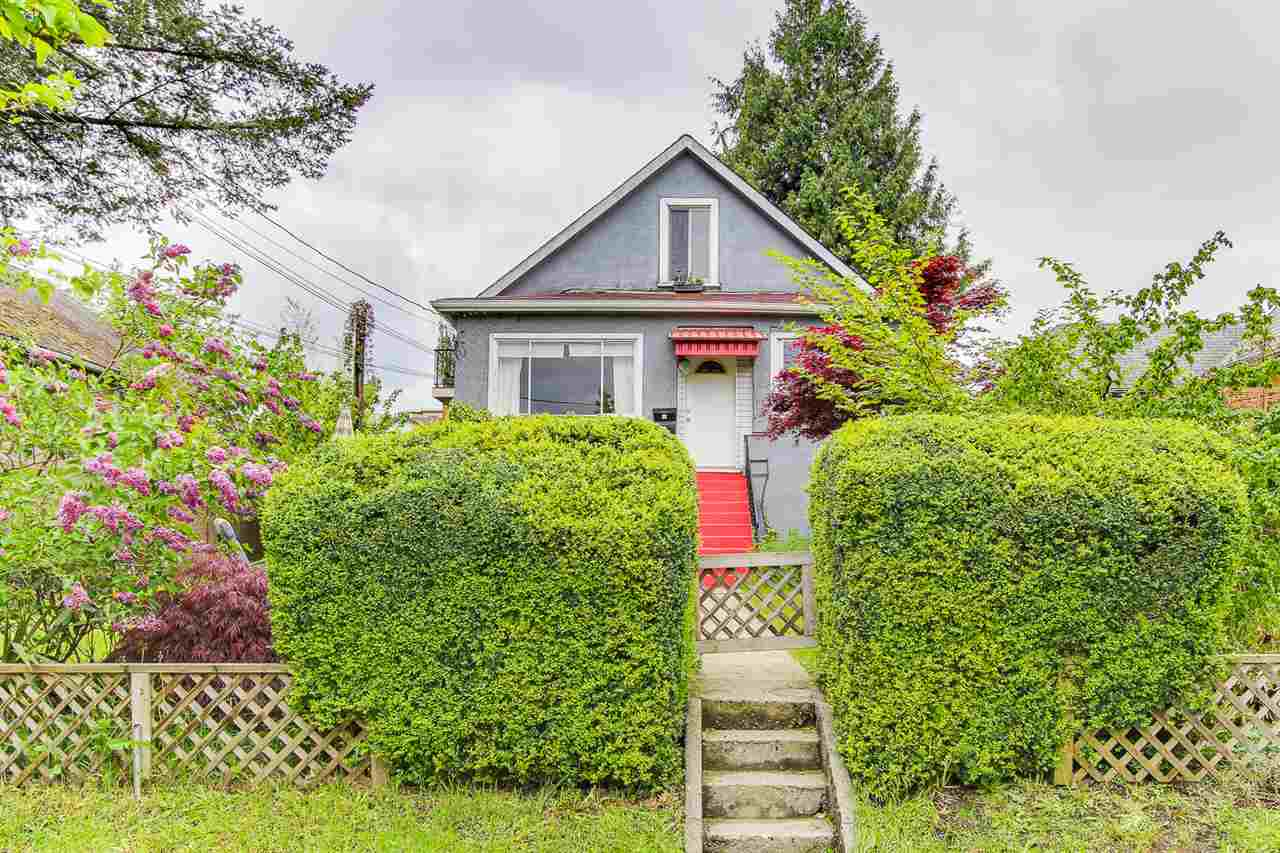 Photo 2: 419 FADER Street in New Westminster: Sapperton House for sale : MLS® # R2167973