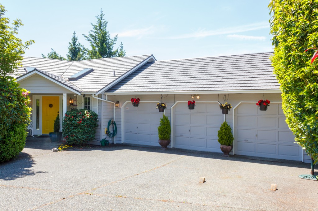 Main Photo: 3496 Maureen Terrace in VICTORIA: La Olympic View Single Family Detached for sale (Langford)  : MLS(r) # 378704