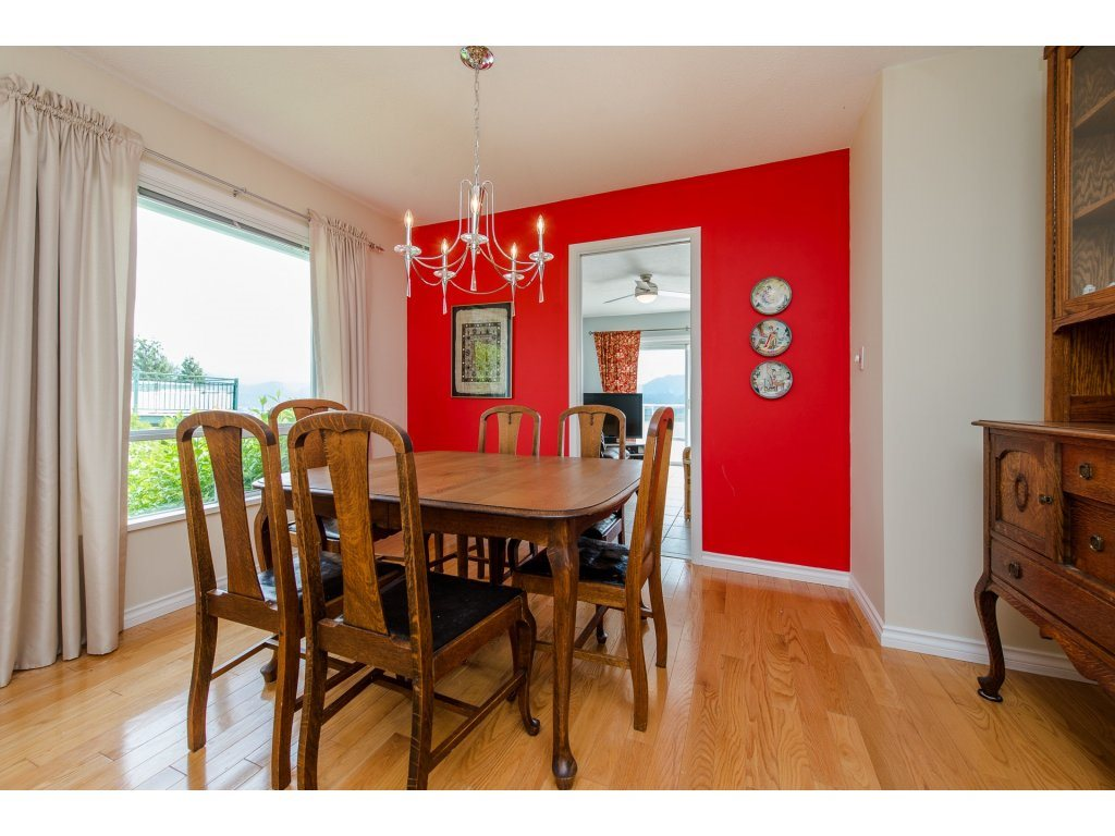 Photo 5: 35782 CANTERBURY Avenue in Abbotsford: Abbotsford East House for sale : MLS® # R2188195