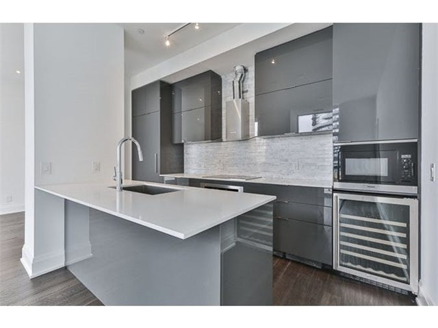 Main Photo: 110 Marine Parade Drive in Toronto: Mimico Condo for lease (Toronto W06)  : MLS®# W3896829